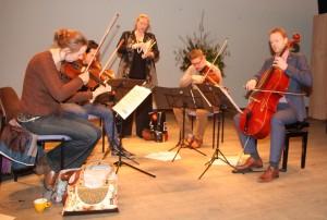 de Sopraan Miranda van Kralingen tijdens het jubileumconcert op zondag 8 februari 2015 te Oostv oorne met het Matangi Kwartet