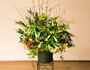 Het bloemstuk was opgemaakt door Els van Roosmalen